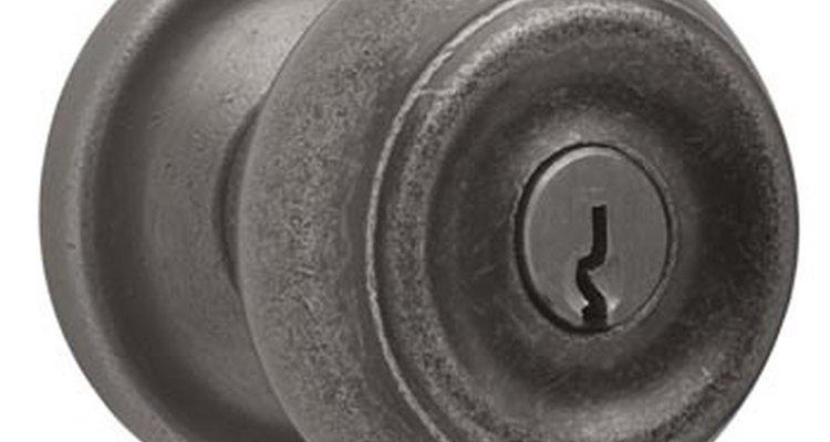 Cómo abrir una cerradura con una horquilla.