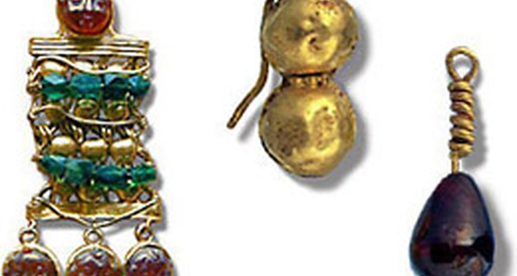 Intricate Roman earring (left). Sphere motifs.
