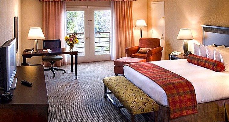 El diseño justo de una habitación de hotel le ofrece a los viajeros un cómodo santuario.