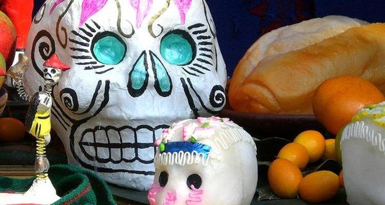 Las calaveras de azúcar decoran los altares y hogares de una forma estética, y deliciosa.