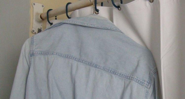 Se puede planchar ropa sin una plancha, siempre que tengas tiempo y paciencia.