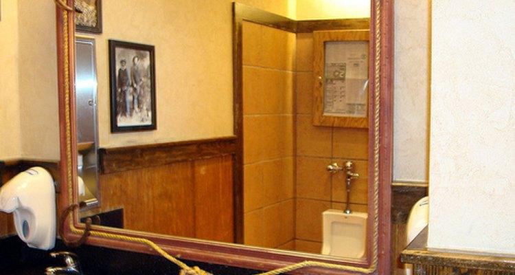 Lo más importante al limpiar un espejo es la técnica de secado.