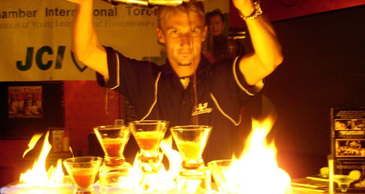 Muchos cocteles usan fuego como ingrediente.