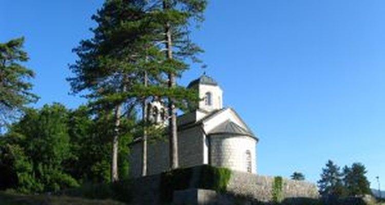 Celebra con estilo planeando algunas actividades especiales para honrar la importancia de la iglesia.