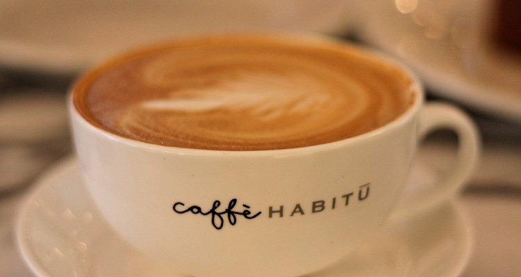 Prepara la leche batida y disfruta tu café en distintas presentaciones.