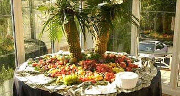 Enfeite central feito de abacaxi