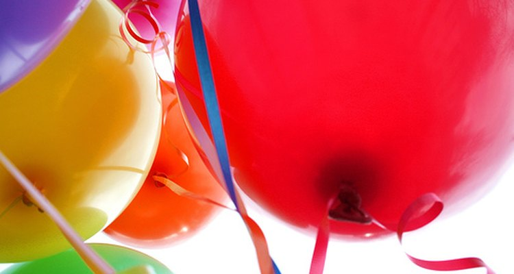 Diferencia tu negocio creando arreglos llamativos de globos.
