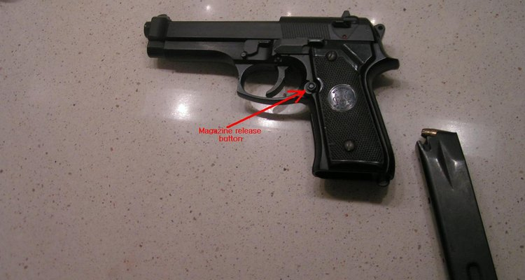 Cómo disparar una Beretta 9 mm.
