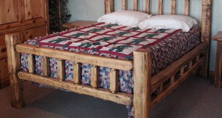 Cama firme con tabla de cama para soporte.