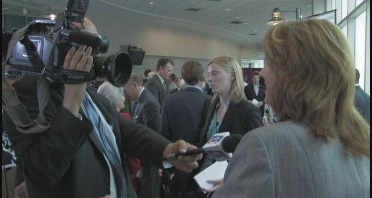 Los presentadores de TV a menudo trabajan con teleprompters.
