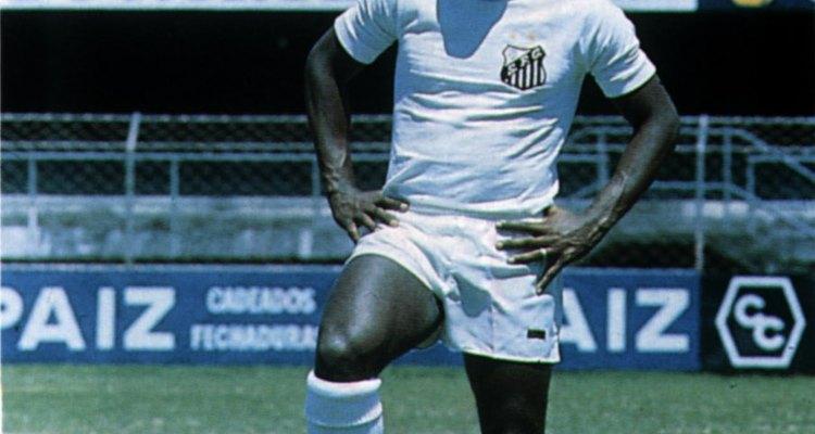 O Santos era um time com dois títulos paulistas, quando Pelé começou a jogar pela equipe, em 1956