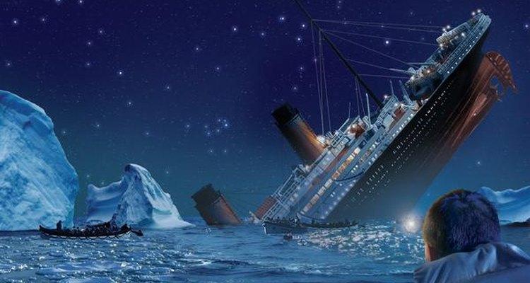 Supervivientes observando cómo el Titanic se hunde de proa tras chocar con un iceberg.