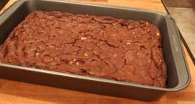 Como fazer brownies com uma mistura para bolos