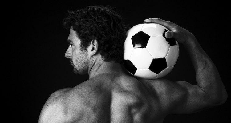 O futebol ativa muitos músculos e articulações