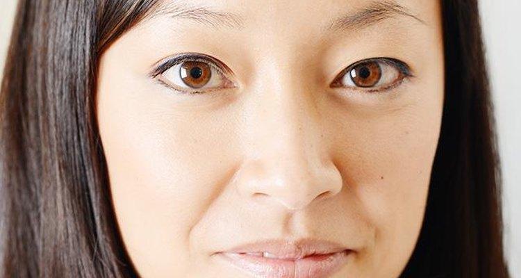 Muchas mujeres tiñen su cabello de manera extrema y se olvidan por completo de las cejas.