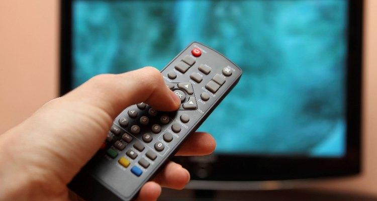 Você pode programar qualquer controle remoto universal para controlar sua TV Philips