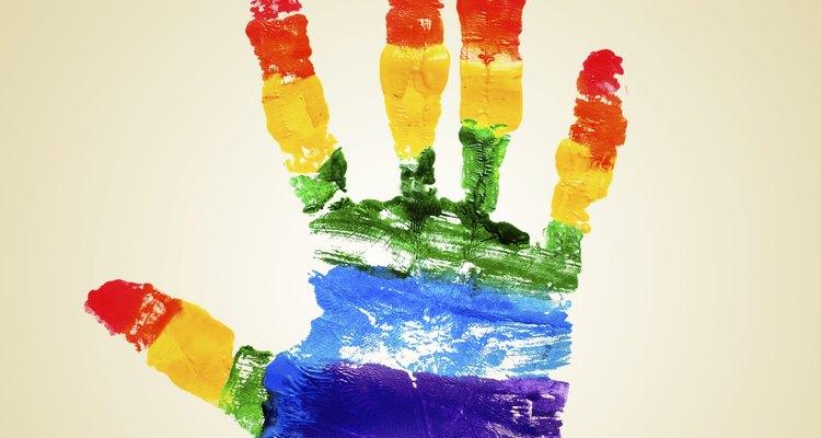 A homofobia se caracteriza pelo preconceito ou aversão a pessoas que se relacionam com outras do mesmo sexo