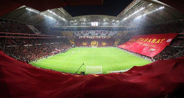 Estadio del Galatasaray Turco colmado de hinchas.