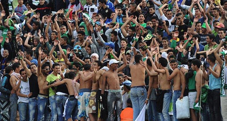 Hinchada del Raja alienta a su equipo durante el duelo frente al Wydad Casablanca.