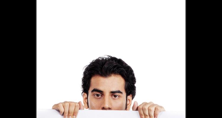 Parpadear constantemente puede causar desconfianza.