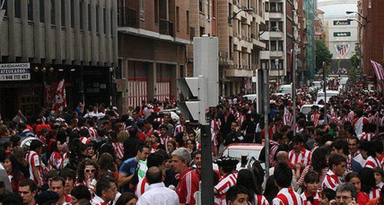 Hinchada del Athletic Bilbao antes de ingresar al estadio.
