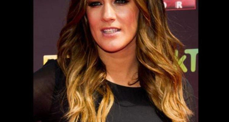 Caroline Flack elige un estilo para su cabello como bañado por el sol.