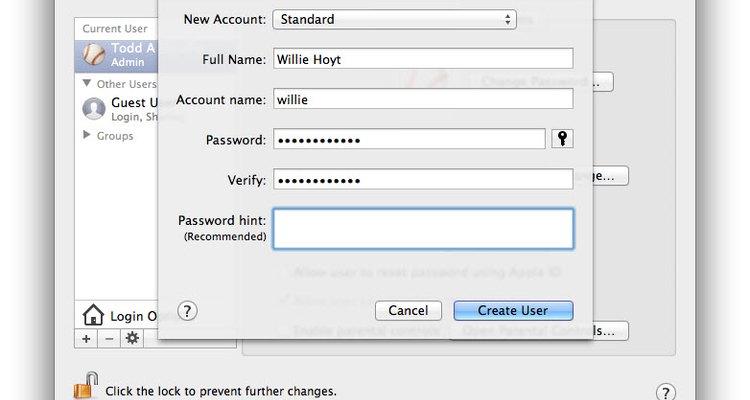 """Clique em """"Criar Usuário"""" para ver a nova conta na lista do lado esquerdo"""