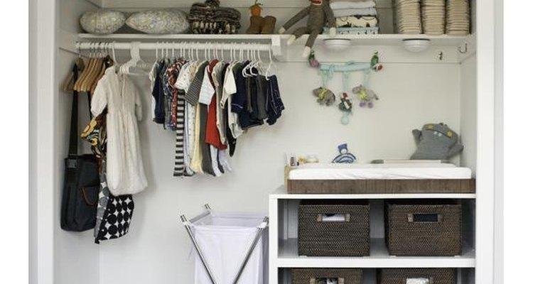 Deja el desorden y gana espacio en tu armario.