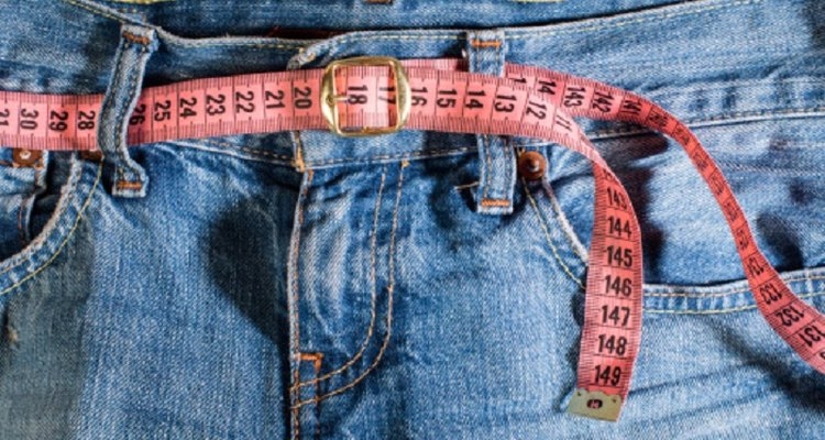 XXXL men's trousers have a hip measurement of between 134 and 140 cm (53 and 55 inches).