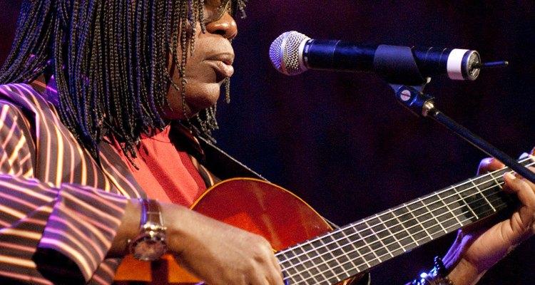 A canção se tornou célebre interpretada por Milton Nascimento (foto) e Chico Buarque