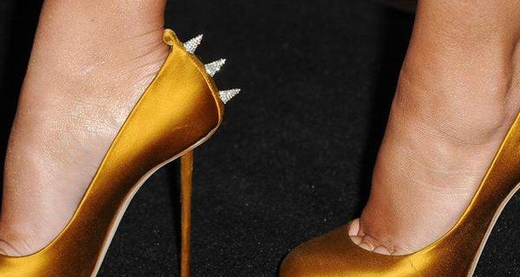 Todas as outras mulheres com seus sapatos de salto