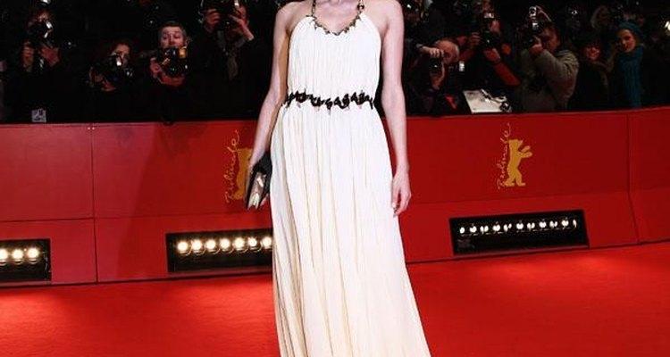 Personifica una Atenea moderna usando un hermoso vestido inspirado en la cultura griga como lo hizo Diane Kruger.