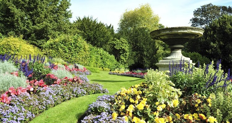 When planned correctly, garden borders can be narrow or wide.