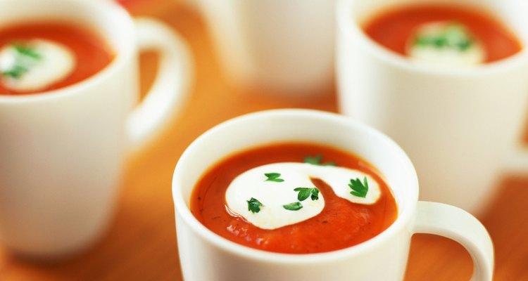 """""""No habrá mucho líquido cuando agregues la sal al tomate"""", dice Peterson."""