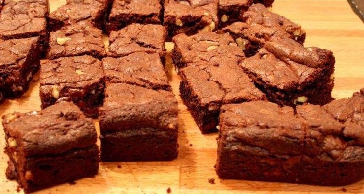 Adicione suas coberturas favoritas e sirva um doce que enganará qualquer amante de brownie