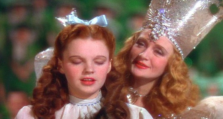 Make your own Glinda crown for a good witch costume.