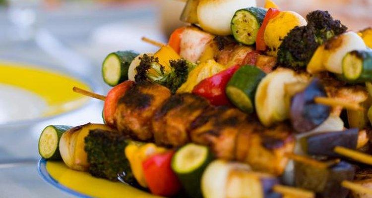 El CDC estima que 76 millones de estadounidenses se enferman a través de la comida por año.