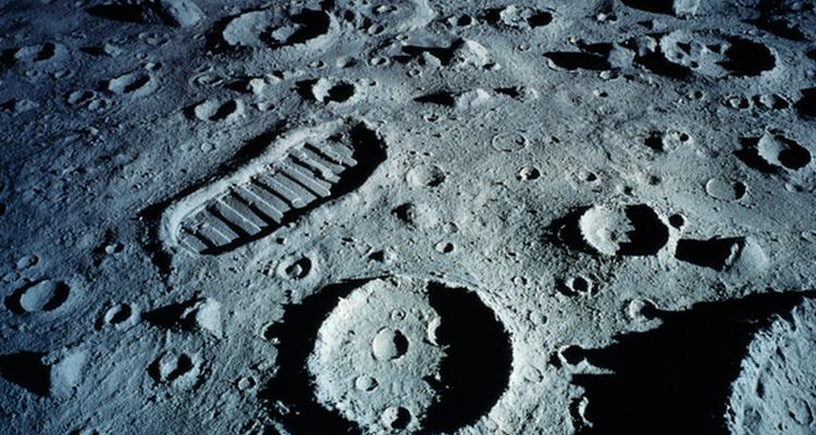 ¿La huella a causa de la baja gravedad lunar?