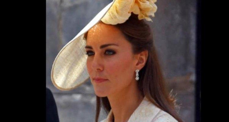 Katherine, Duquesa de Cambridge, usa um design arrojado de chapéu.