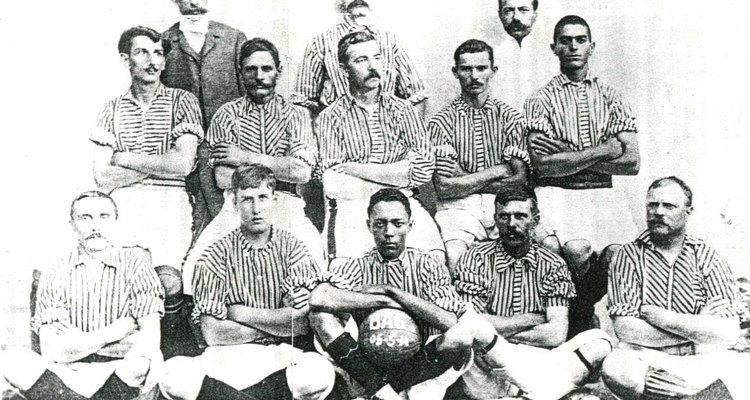 No final do século 19 e início do século 20, os times brasileiros eram formados maciçamente por estrangeiros, filhos de imigrantes e jovens integrantes da elite