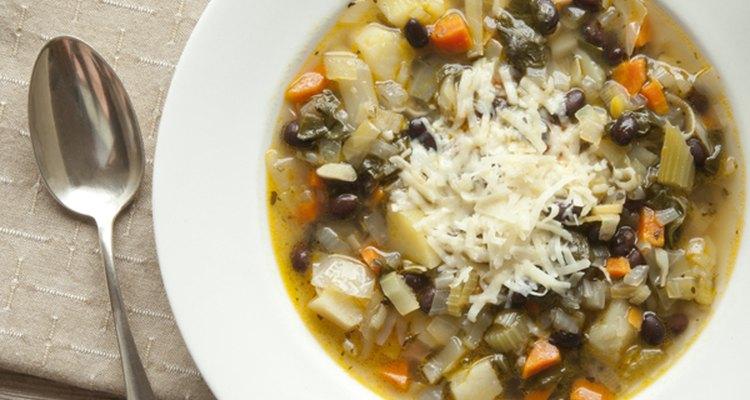 Las sopas son una excelente manera de mantener la temperatura adecuada cuando el clima es frío.