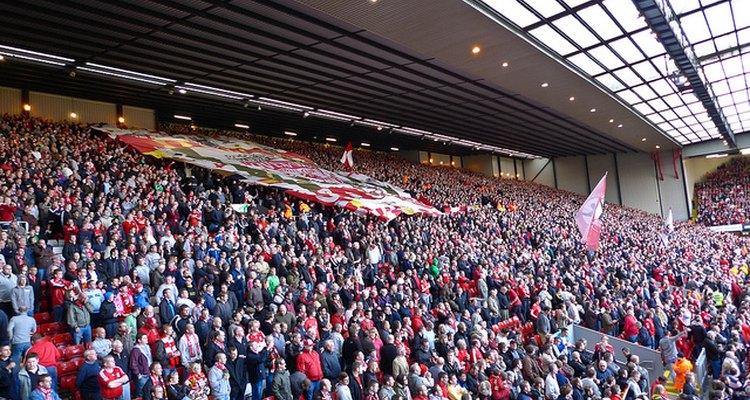 Los Kopistas arribando al estadio del Liverpool.