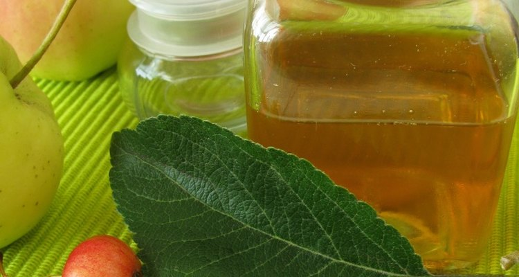 Some hyperhidrosis sufferers use apple cider vinegar to treat their condition.