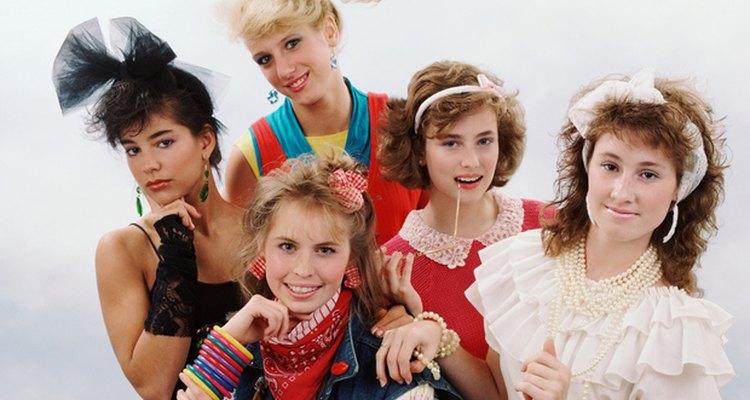 Desde pulseras hasta polainas, las capas eran importantes en los 80's.