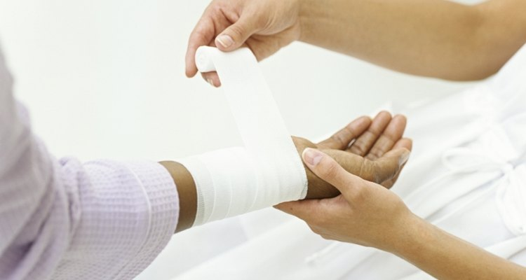 Proper first aid will help relieve pain and risk from scalding.