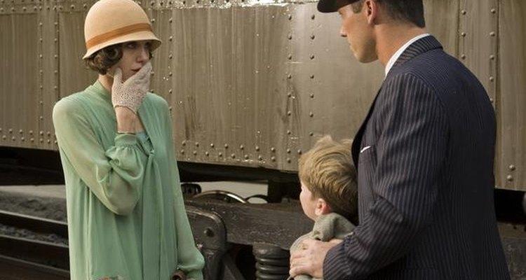 Chistine (Angelina Jolie) se asombra al ver que el niño que la entregan no es su hijo.