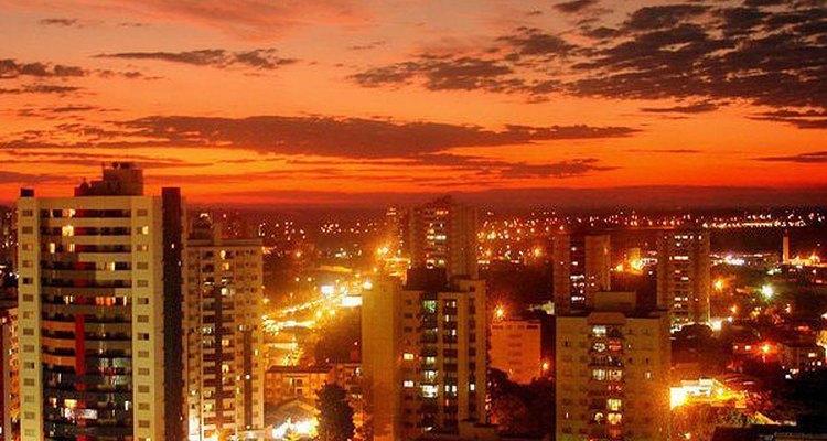 Cuiabá possui atrações urbanas e também experiências naturais da região pantaneira