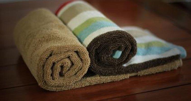 Aprenda a aquecer toalhas no micro-ondas