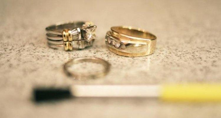 Como limpar anéis de diamante de ouro branco