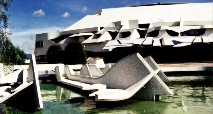 La obra principal del maestro Recinos fue el Gran Teatro Nacional.